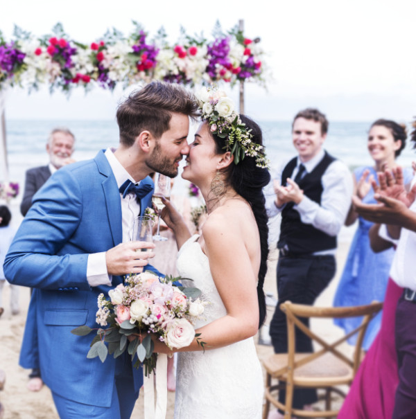 Bride and groom beach wedding: Top 10 tips when planning a beach wedding